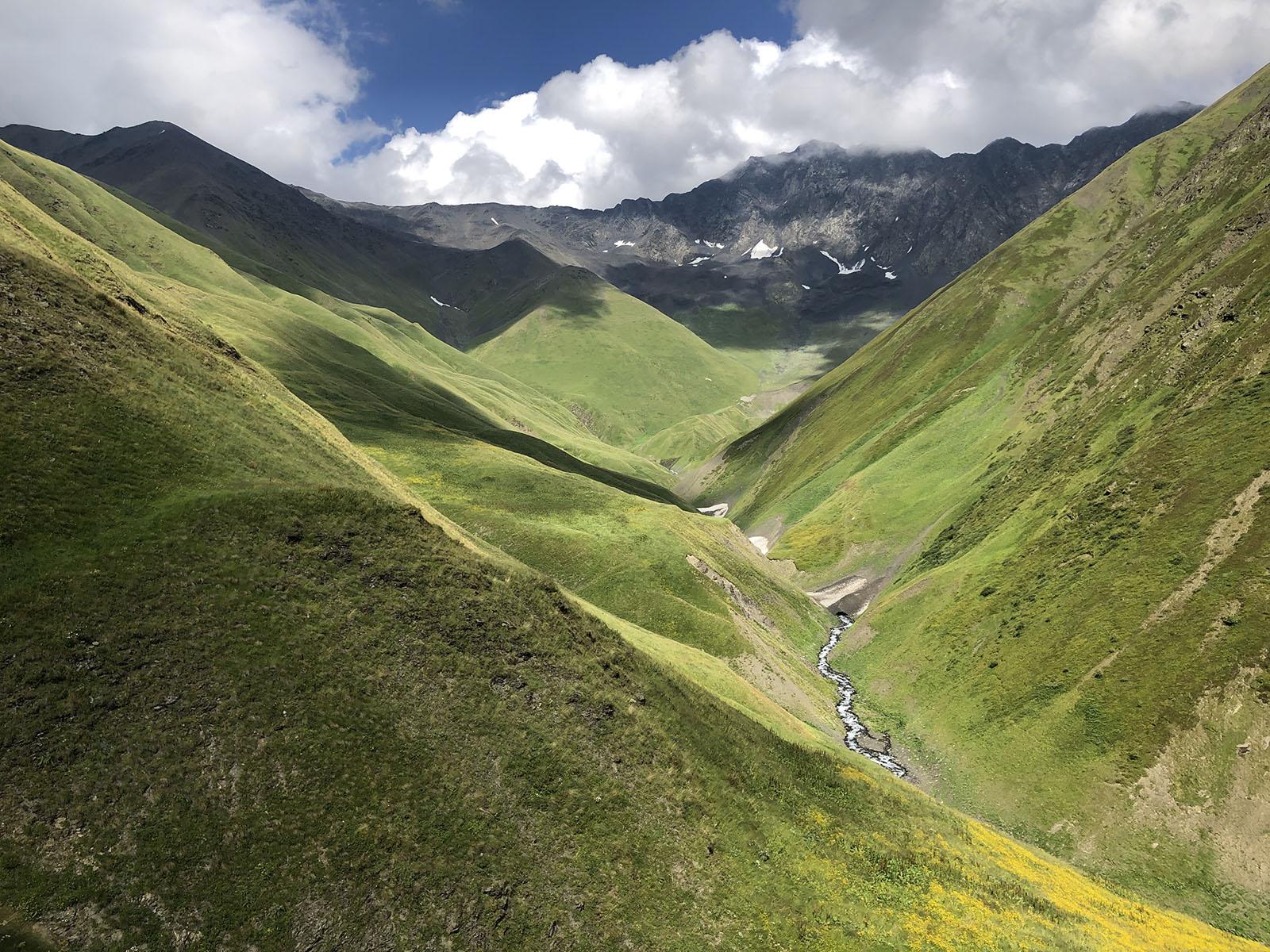 Долина реки Закка. Вид на перевал Закка