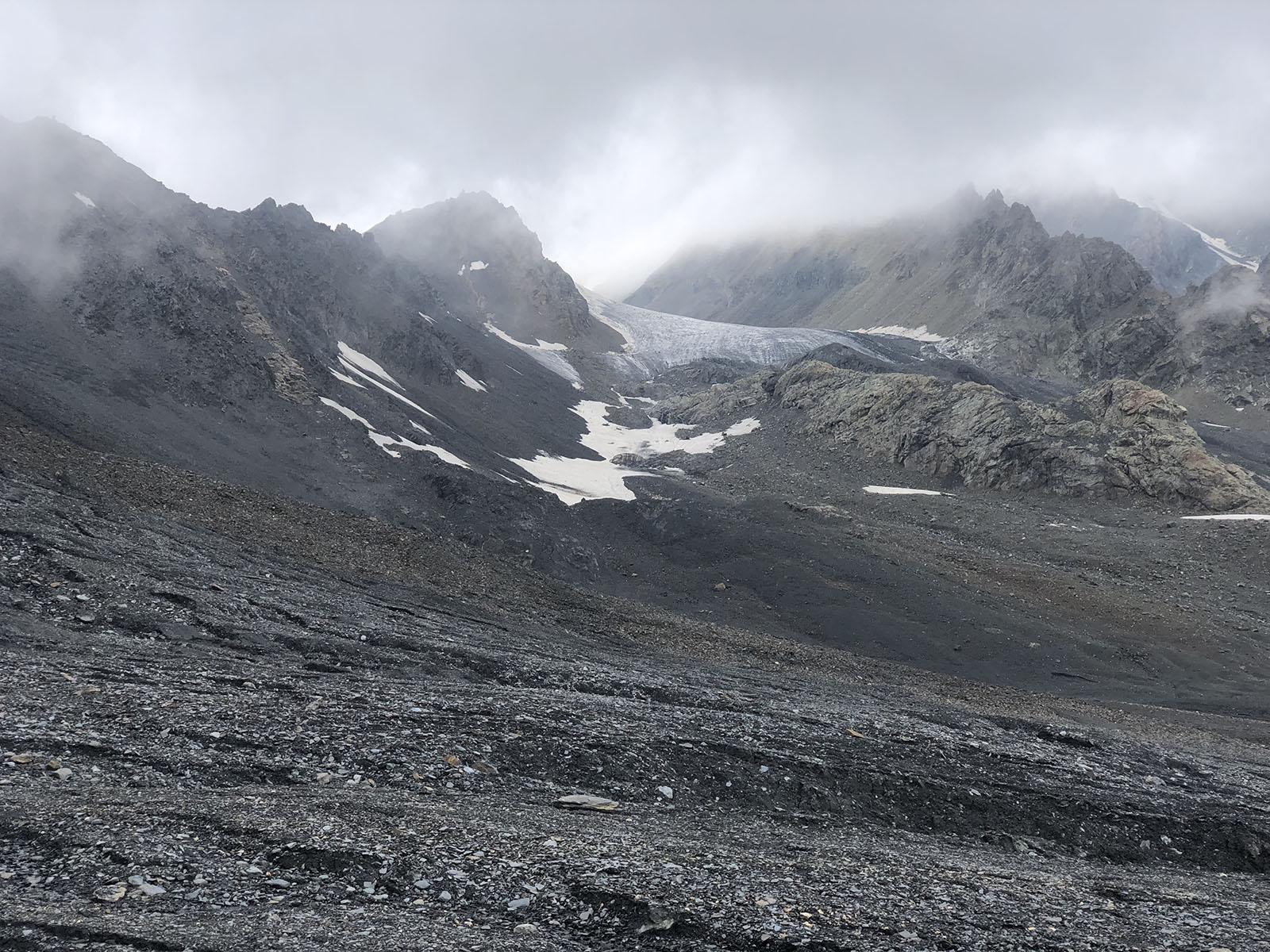 Вид на перевал Дзамараш со стороны Мидаграбинского ледника